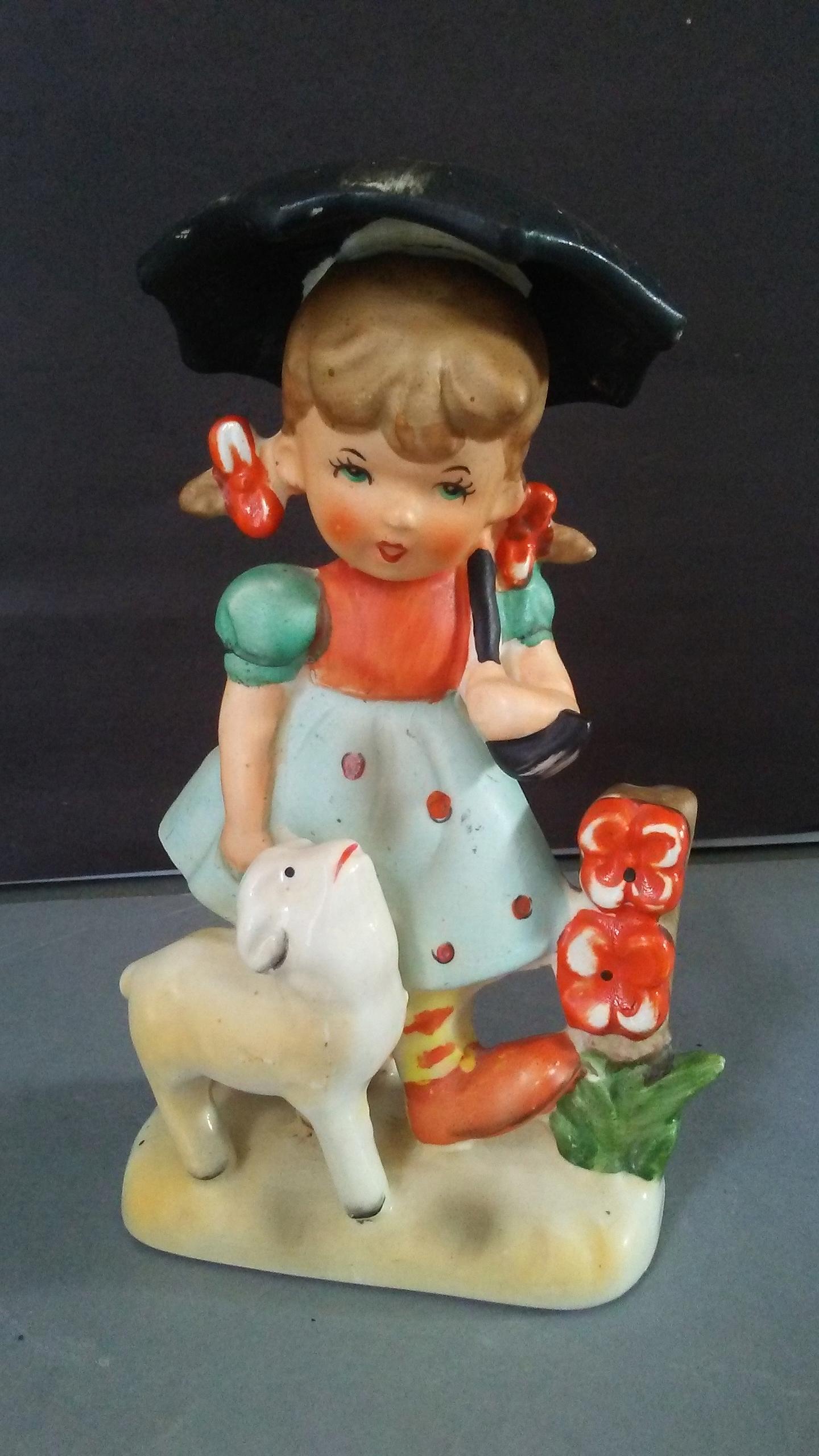 Stara piękna figurka dziewczynka z parasolką art