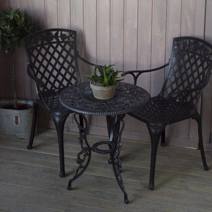 retro liatinový nábytok STOL + 2 STOLIČKY starohnedý