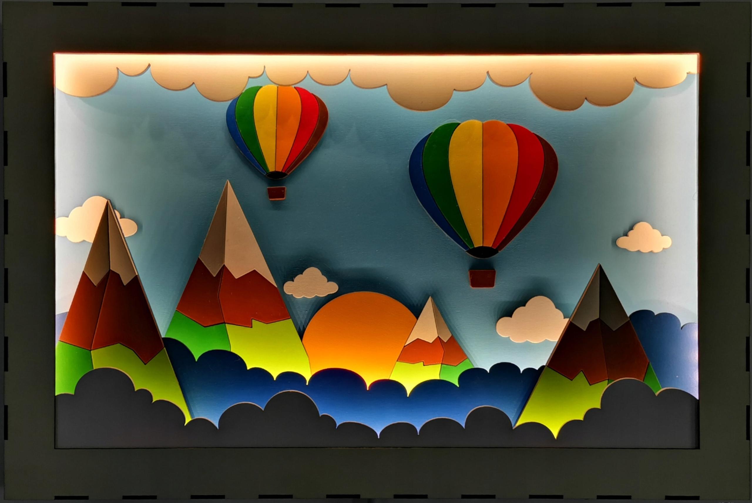Детский светильник Изображение воздушных шаров среди гор.