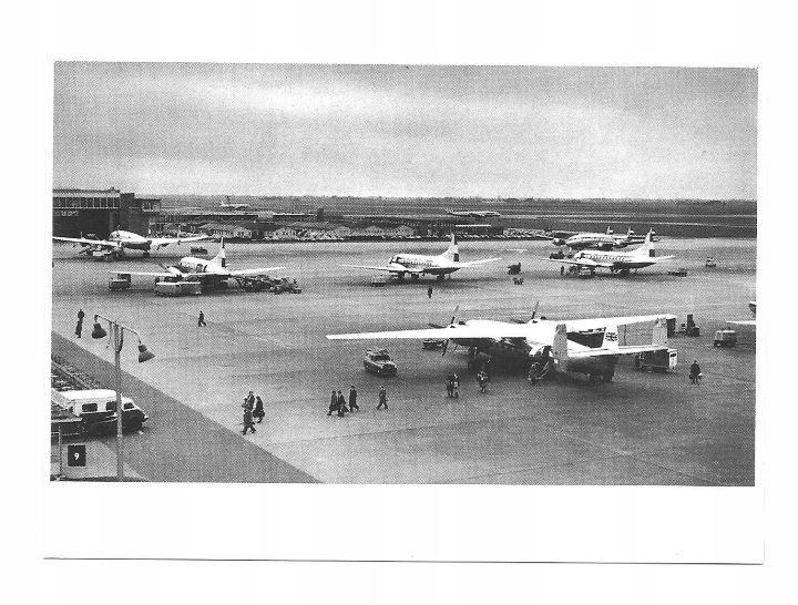 Почта России - Самолеты на взлетной полосе в аэропорту Амстердама