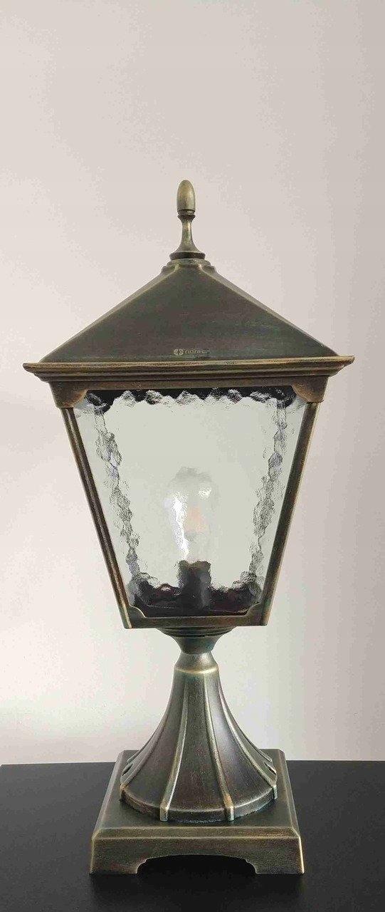 Klasická starožitná stredoveká hranatá retro lampa