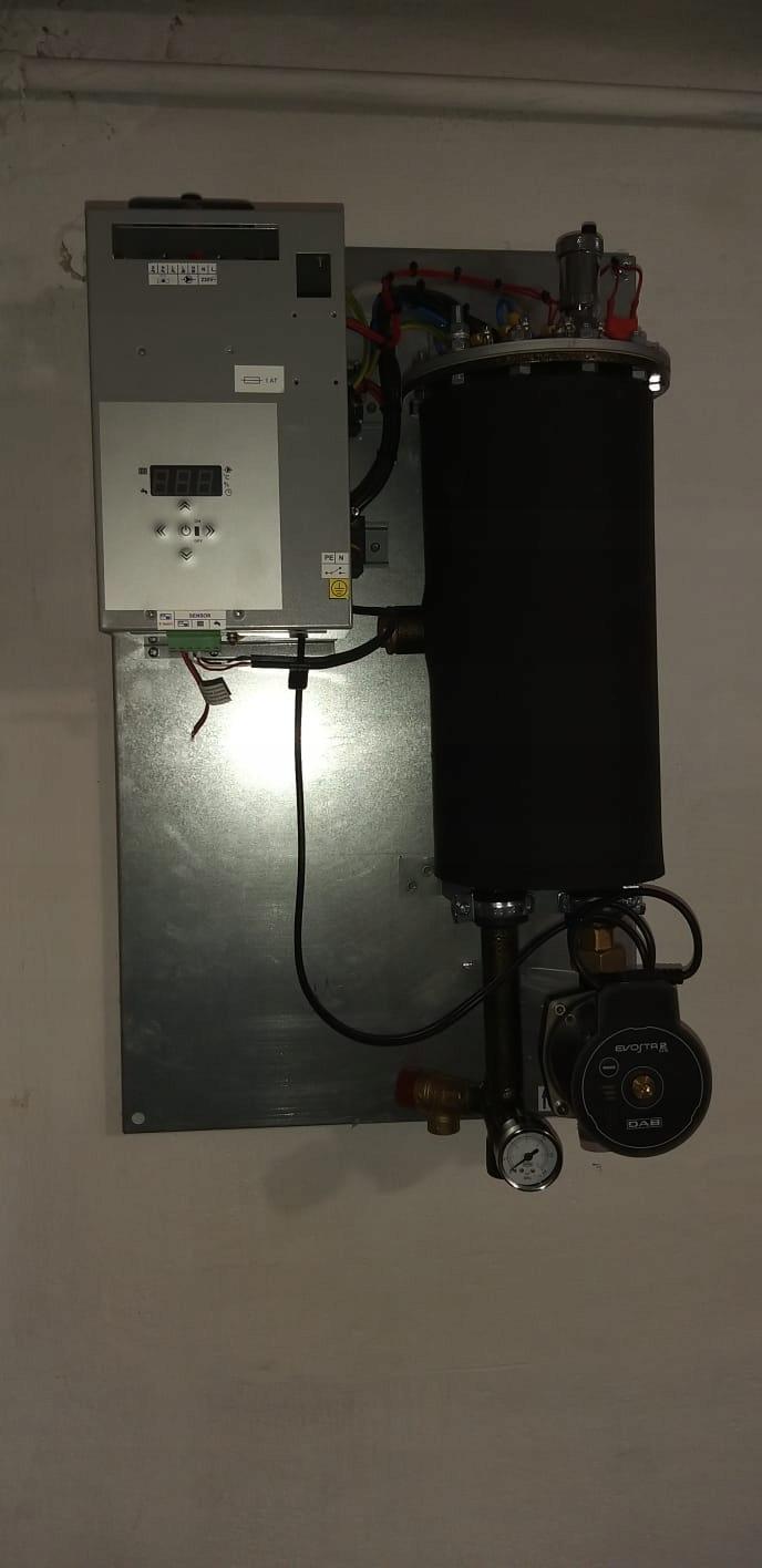 Elektrický kotol ústredného kúrenia s modulovaným výkonom pripraveným na FVE