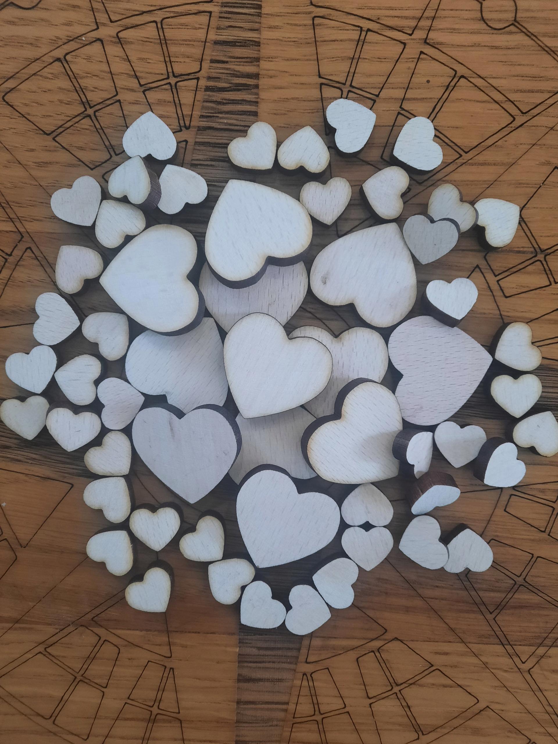Деревянное конфетти - сердечки 2,5 см.