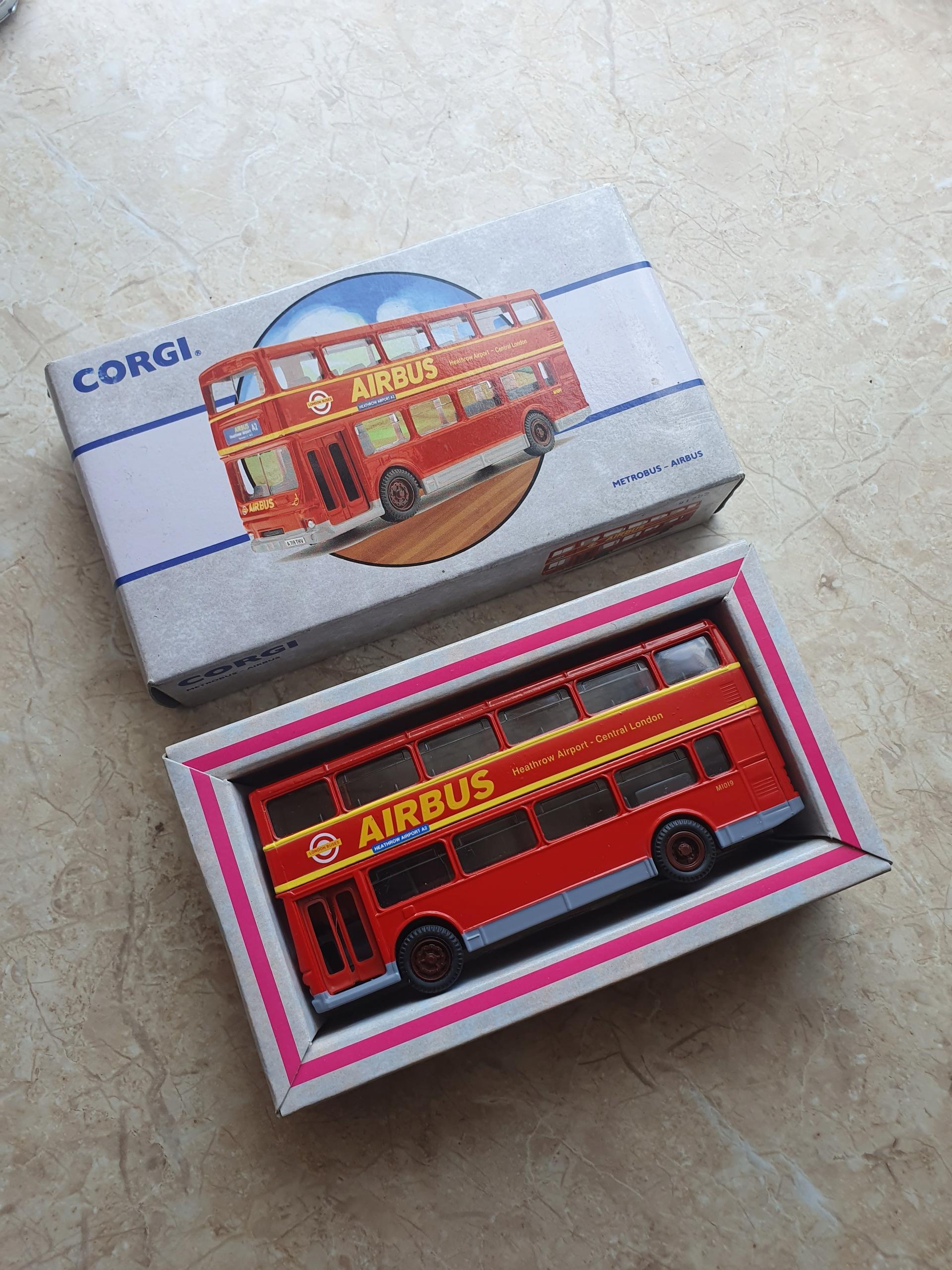Модель автобуса London Corgi 1993 года на новый год