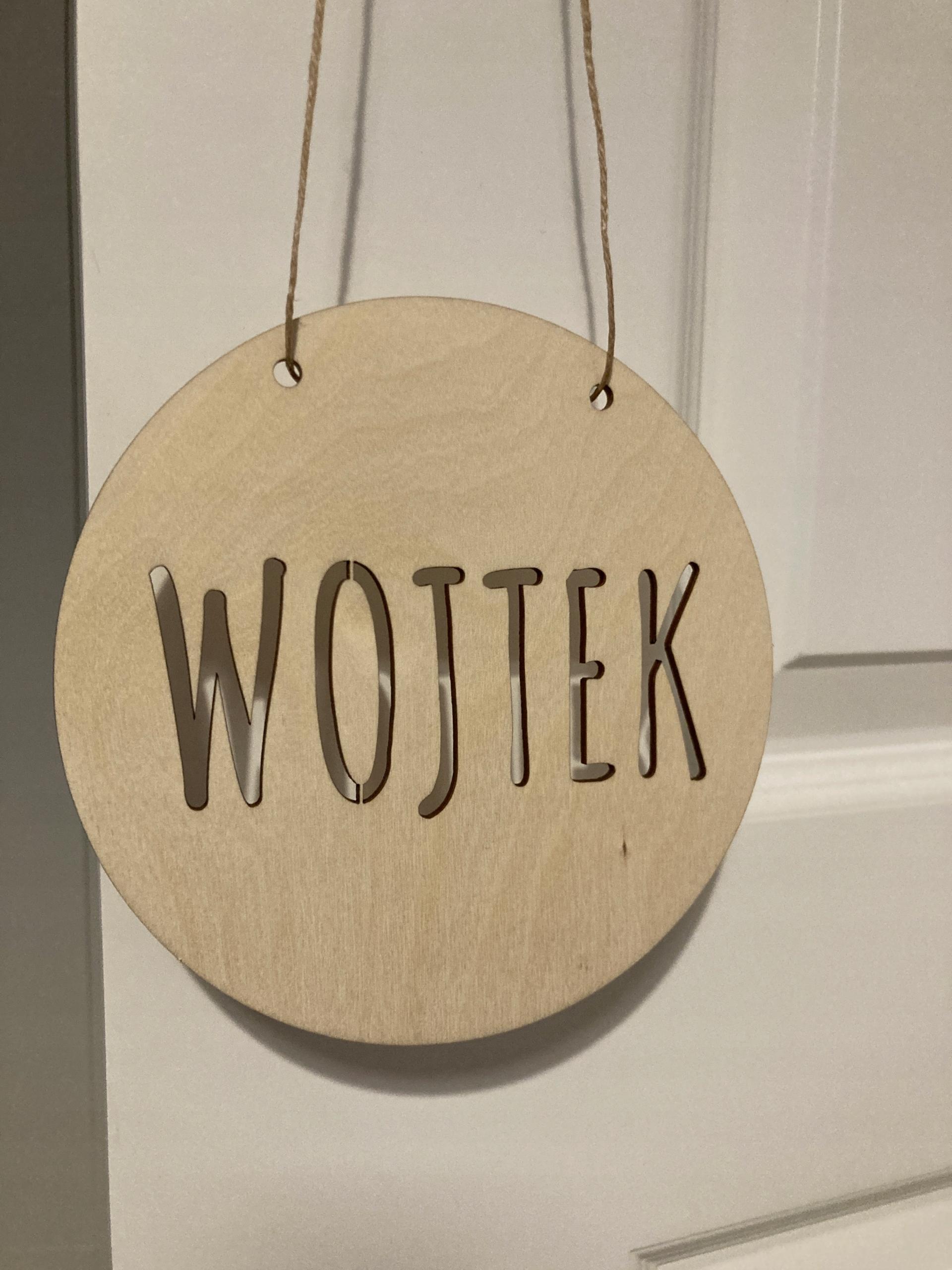 Деревянная табличка с именем РЕБЕНКА на двери