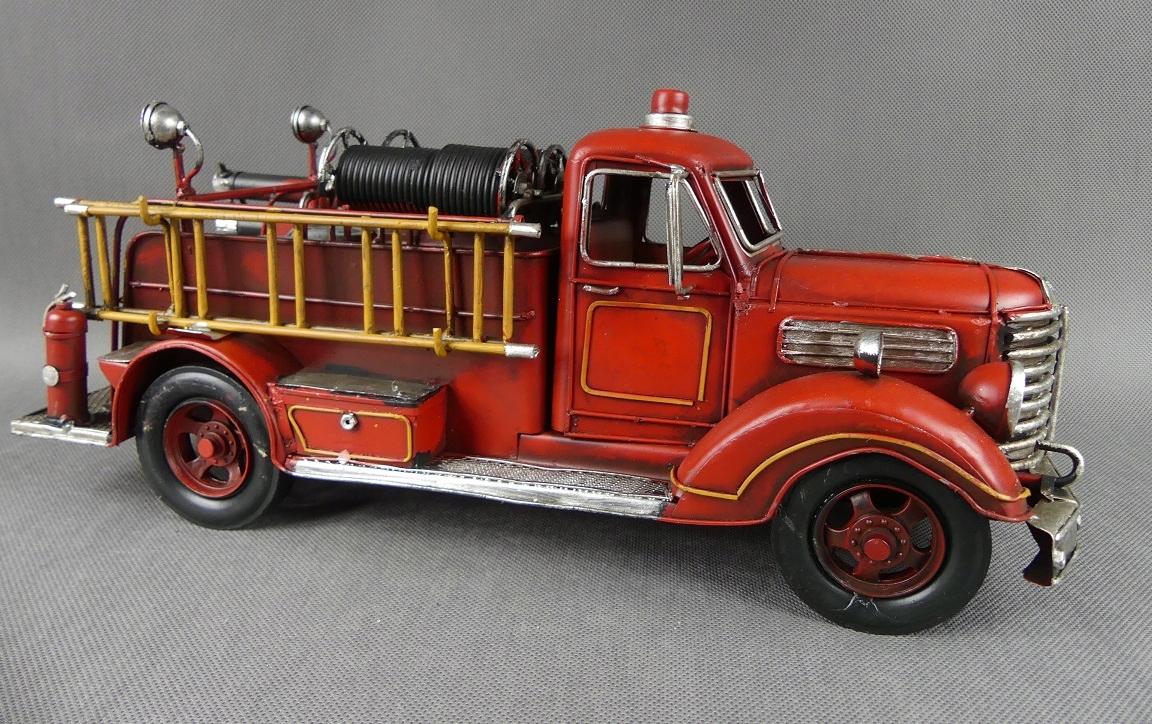 Veľké kovové vozidlo FIRE TRUCK RETRO 41 cm