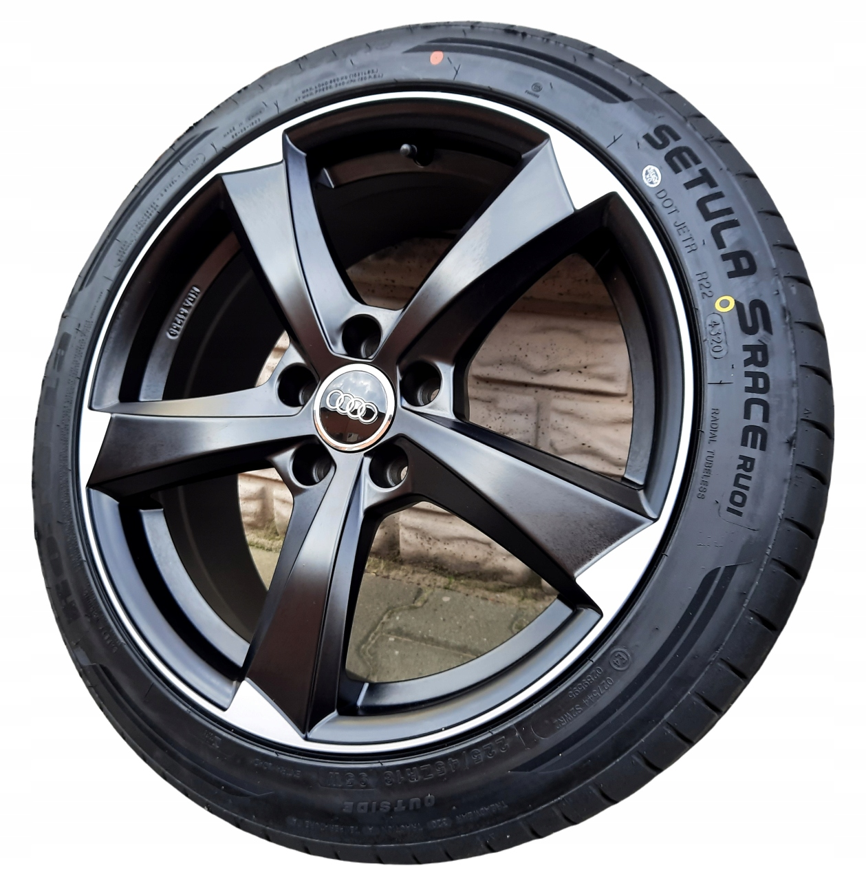 Audi A4 B8 B9 роторные колеса лето 225 / 45R18 новый