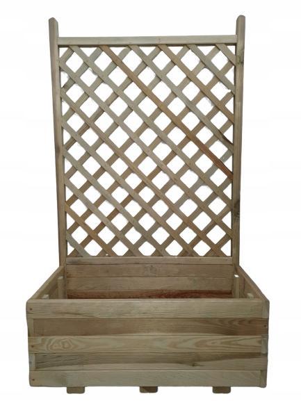 Горшок с решеткой, деревянная беседка, клумба с сеткой.