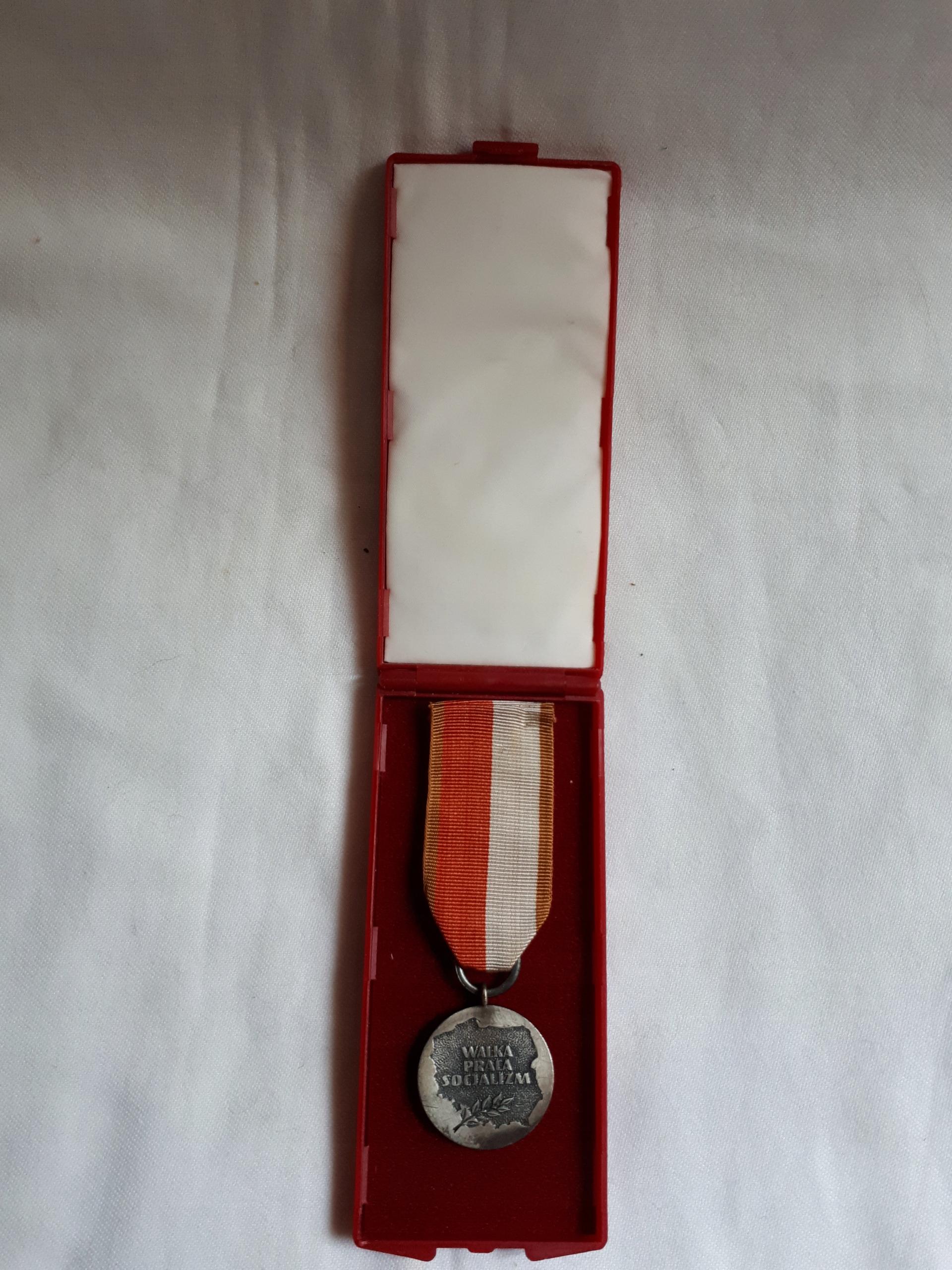 Medal Walka Praca Socjalizm PRL 1984 opakowanie