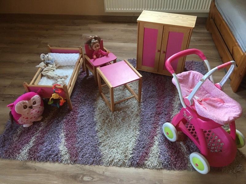 Veľký drevený nábytok pre bábiku - neobvyklý