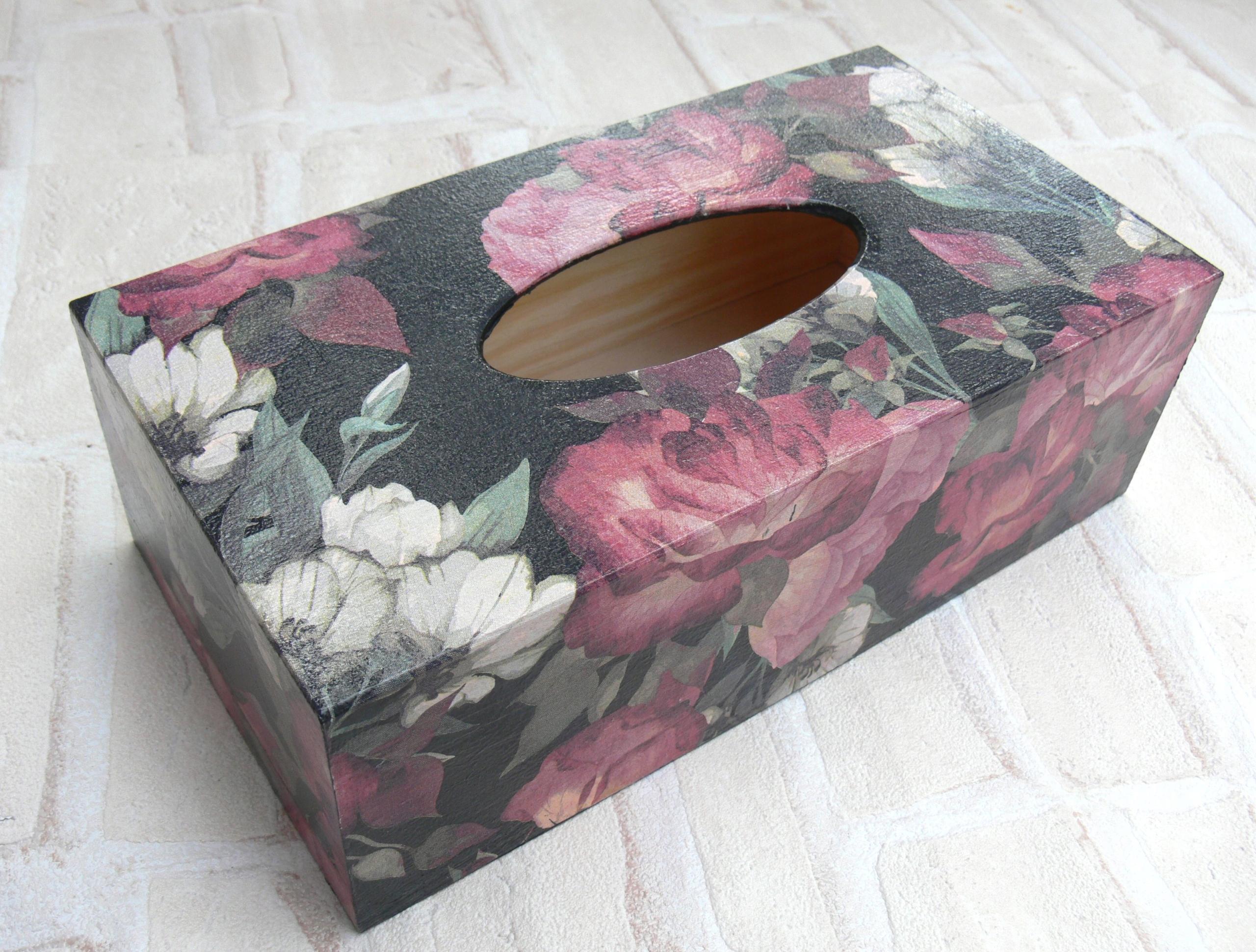 Čierna nádobka na vreckovku s ružami