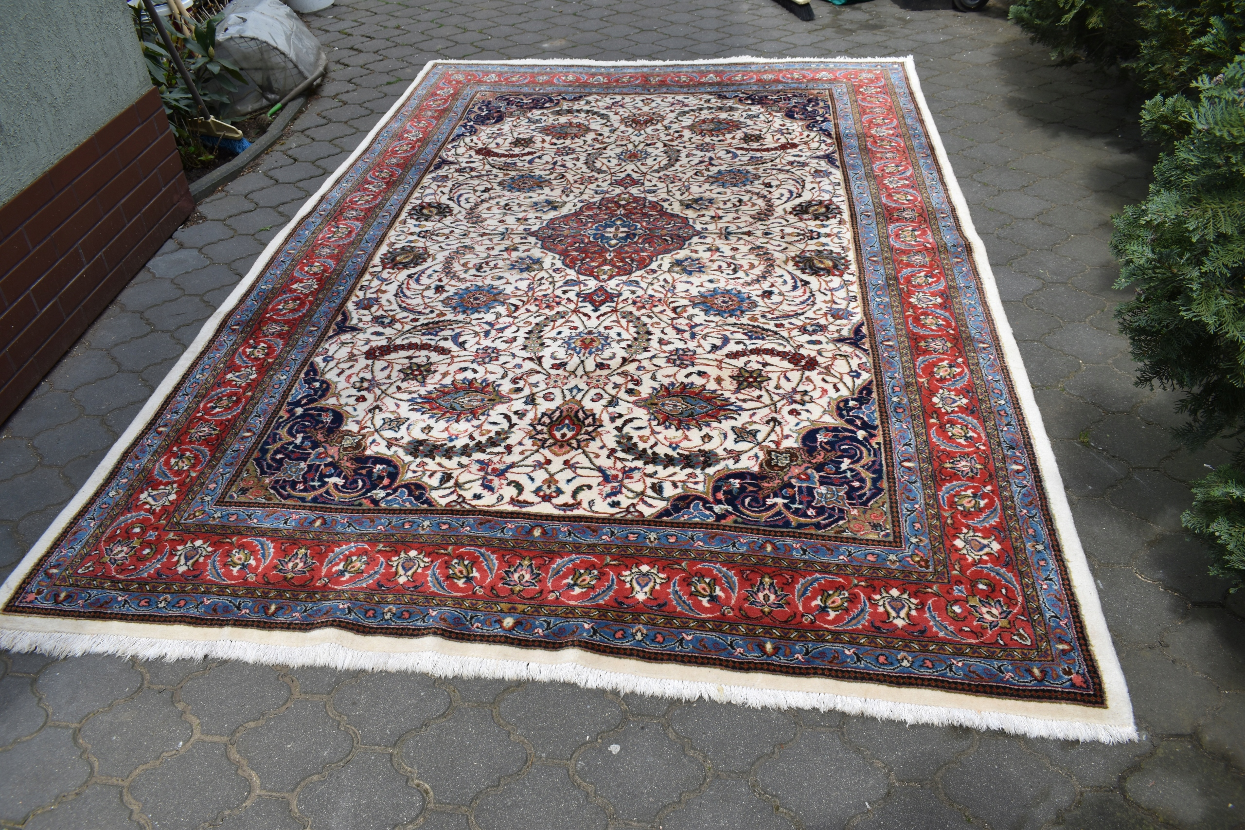 Item OLD WOOL LUXURIOUS PERSIAN RUG 2,20/3,30 m