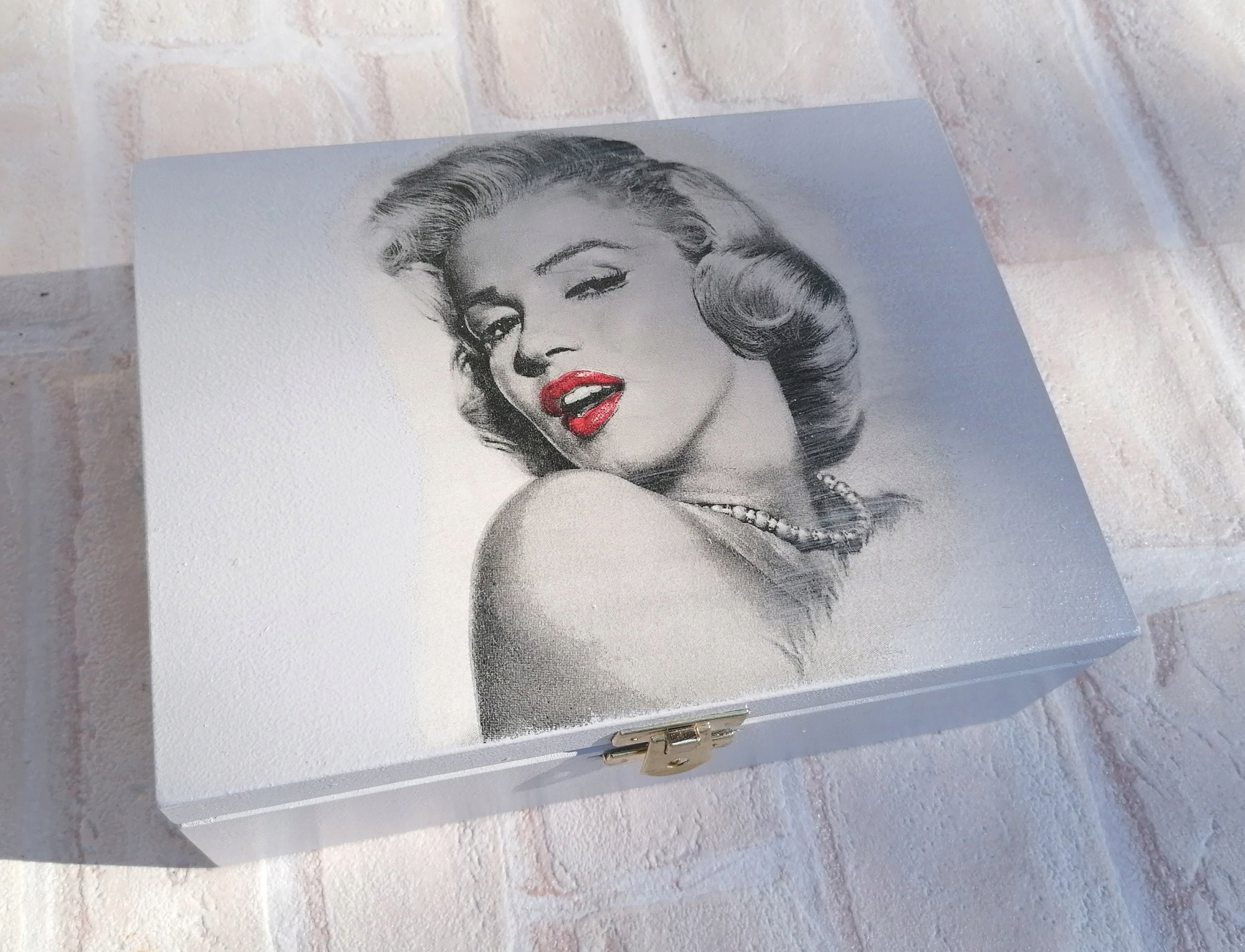 Item Box XXL Marilyn Monroe with the words gift