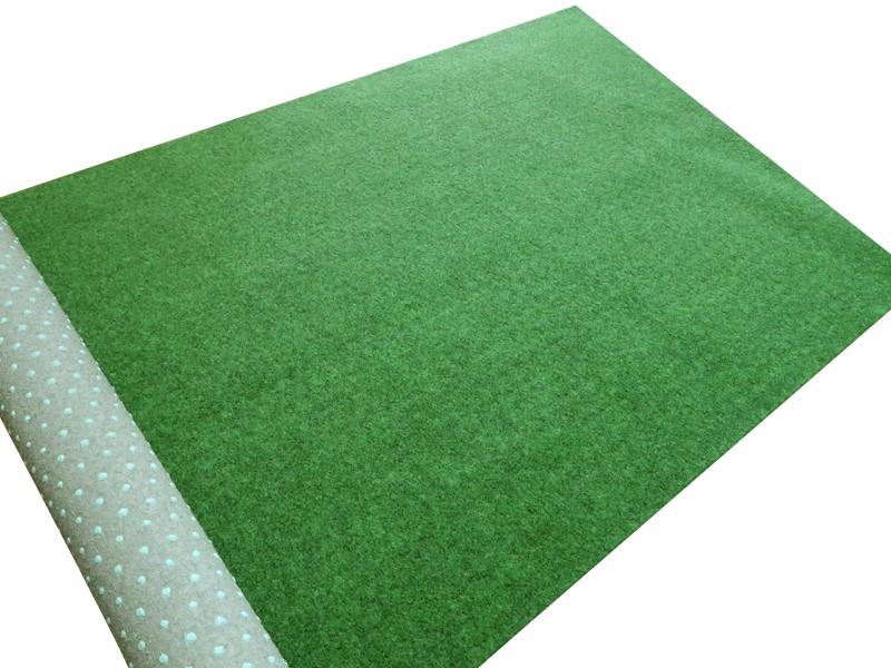 Mäkká umelá tráva ako koberec mimo trvanlivého