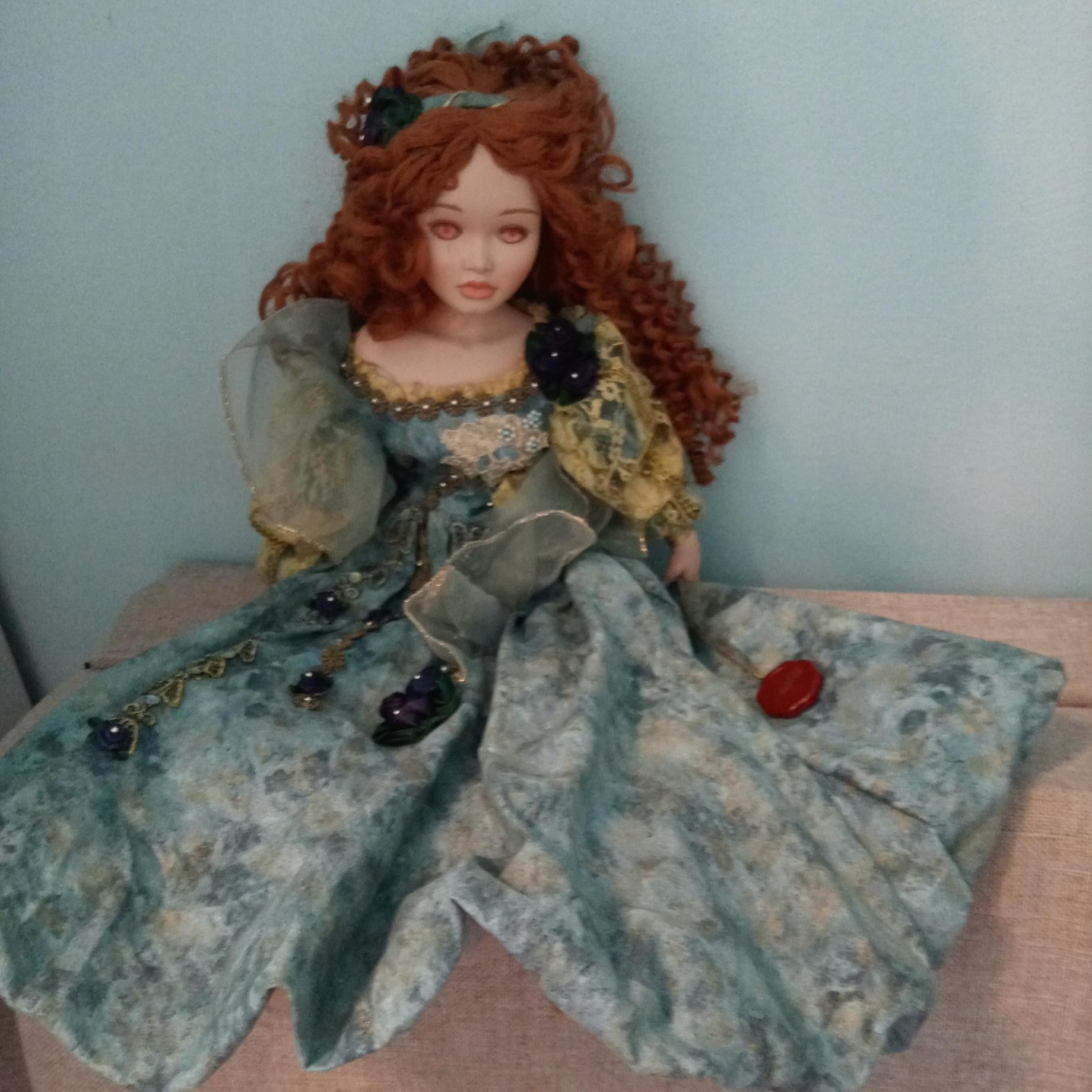 CHRISTINE & CECILE Mundia фарфоровая кукла
