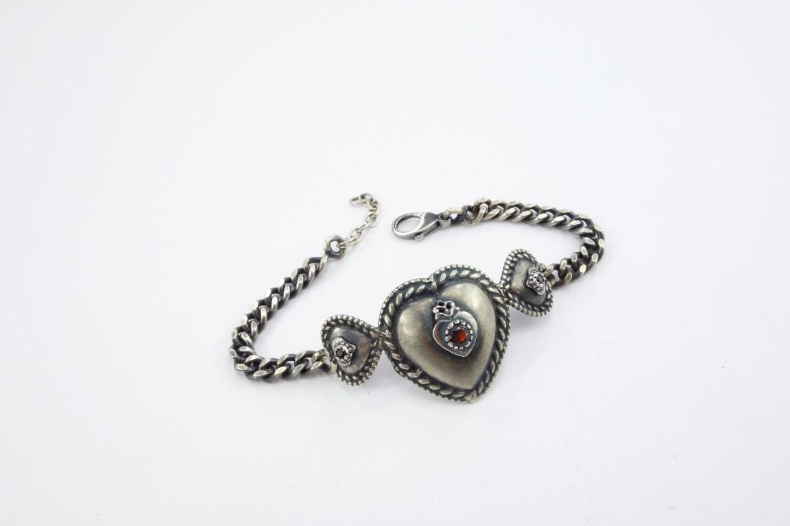 Браслет в форме сердца из старого серебра с гранатом