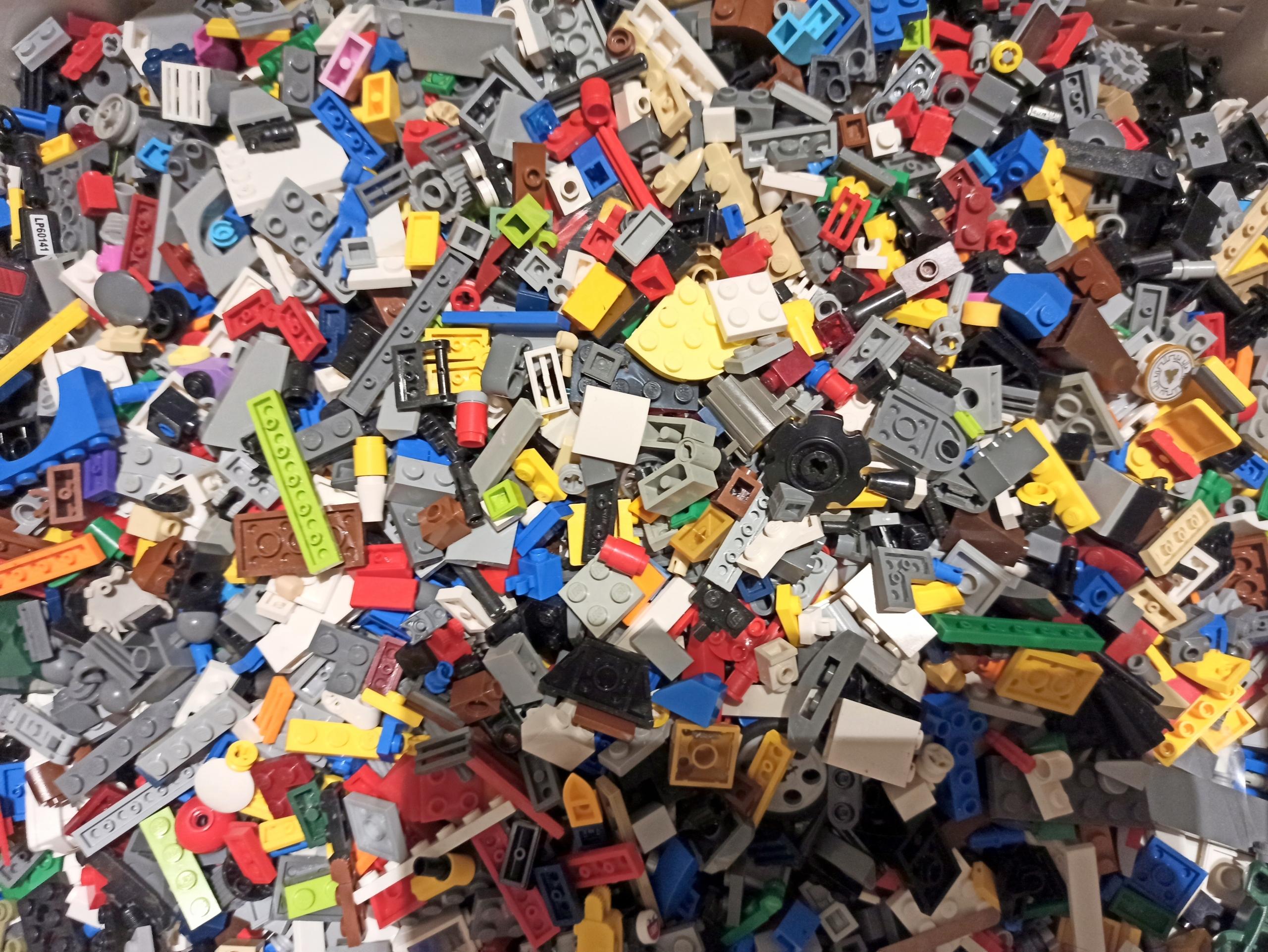 Klocki LEGO 1 kg mix mieszane 100% + FIGURKA