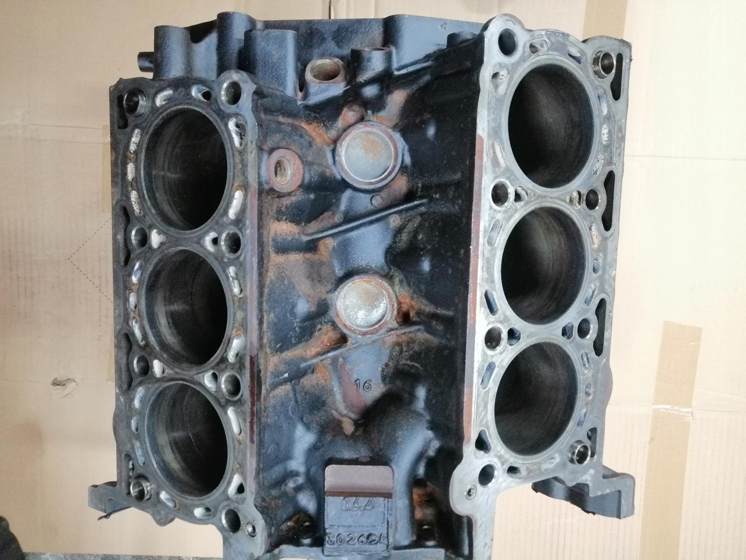джип grand cherokee wk2 блок двигателя 30crd vm63d