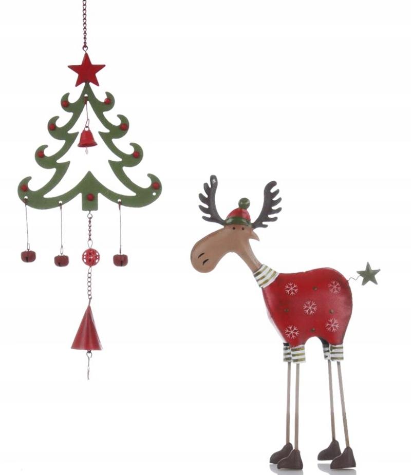 Krásny sob v retro štýle s vianočným stromčekom