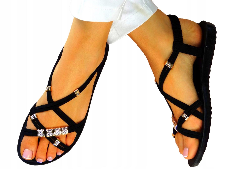 Черные сандалии на низких клиньях на резиновых полосах
