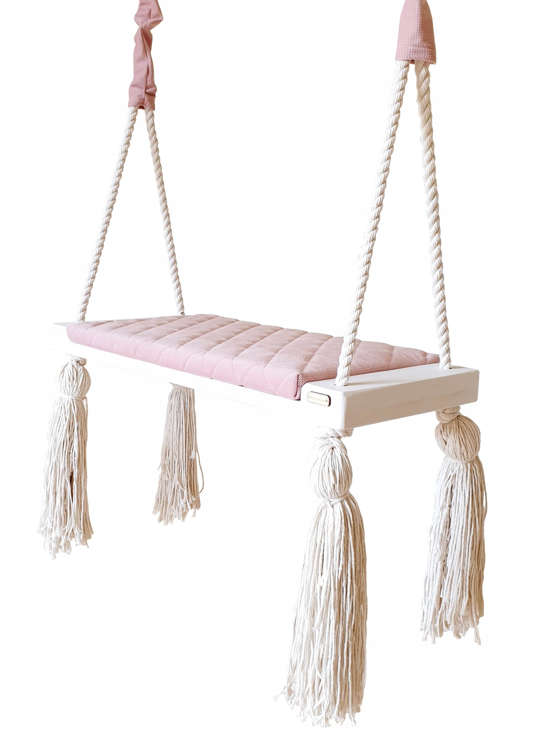 Большие розовые стеганые домашние качели для детей.