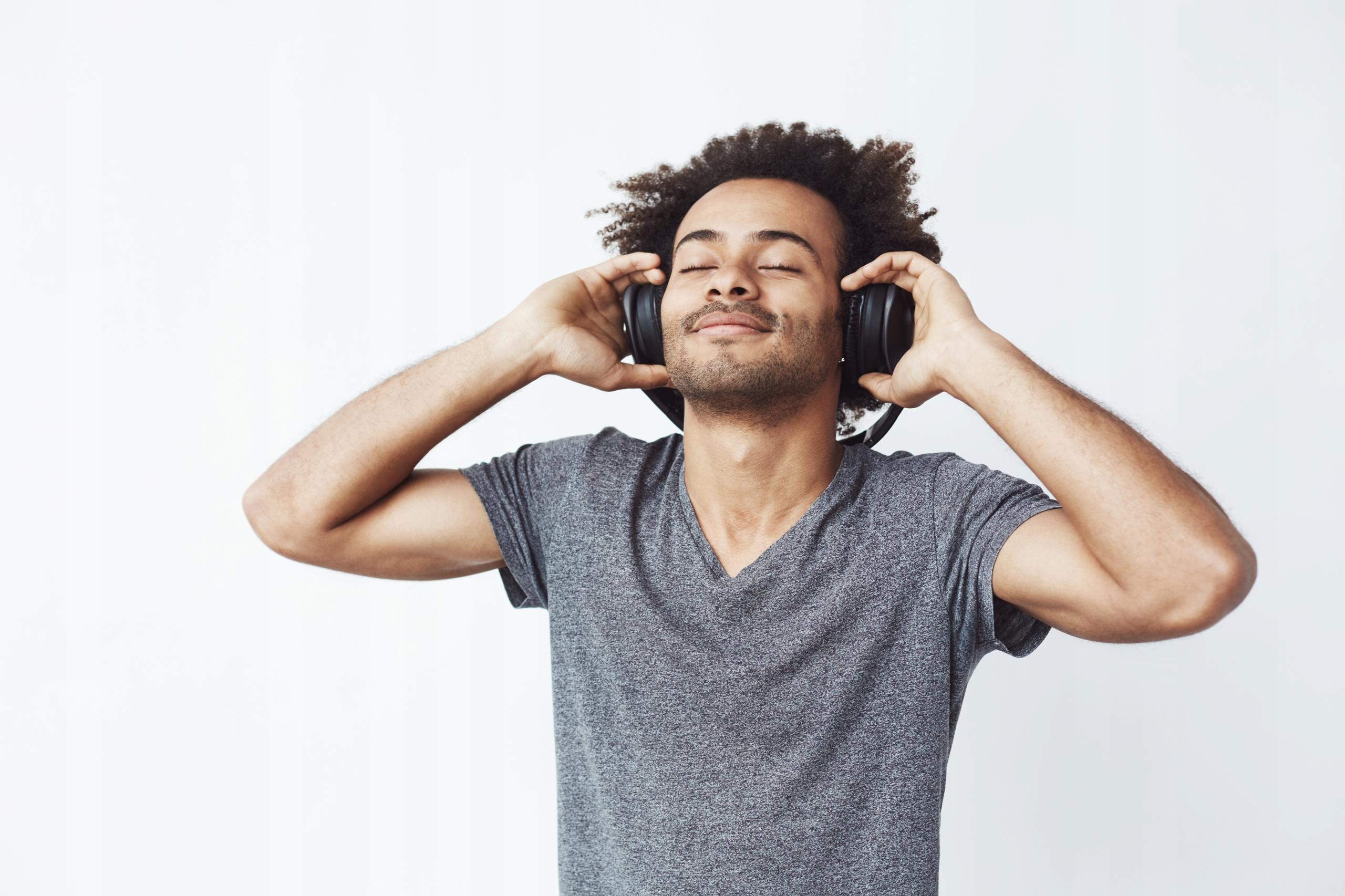 Sluchátka Bezdrátový mikrofon Bluetooth FM MP3 Další funkce Verze Bluetooth 5.0 Impedance 320 Ohm FM rádio Slot pro kartu Micro SD