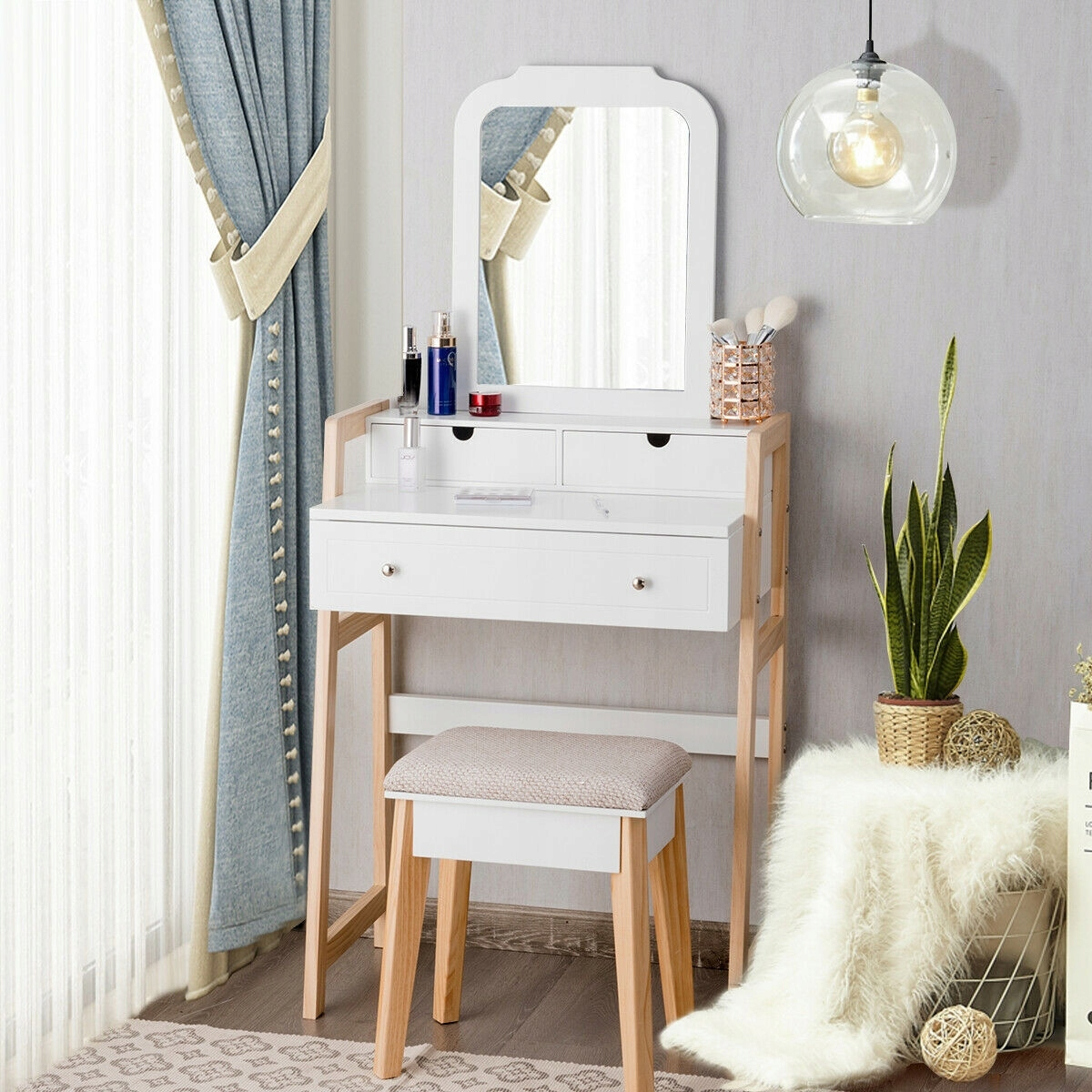 Туалетный столик COSMETIC с зеркалом new design Ширина мебели 59,5 см.
