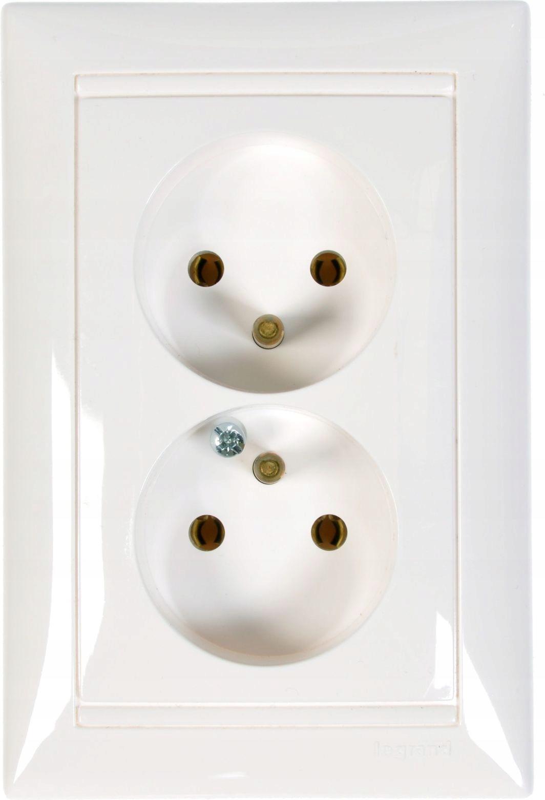 Dvojitá zásuvka Legrand Valena 2x2p + s bielym