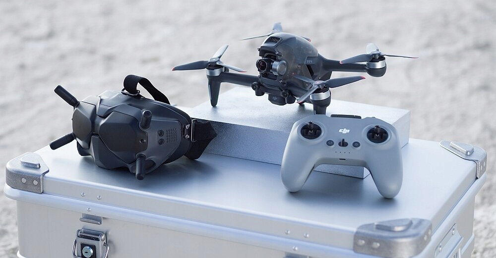Dron DJI FPV Combo + Fly More Kit + DJI Motion Czas lotu 20 min