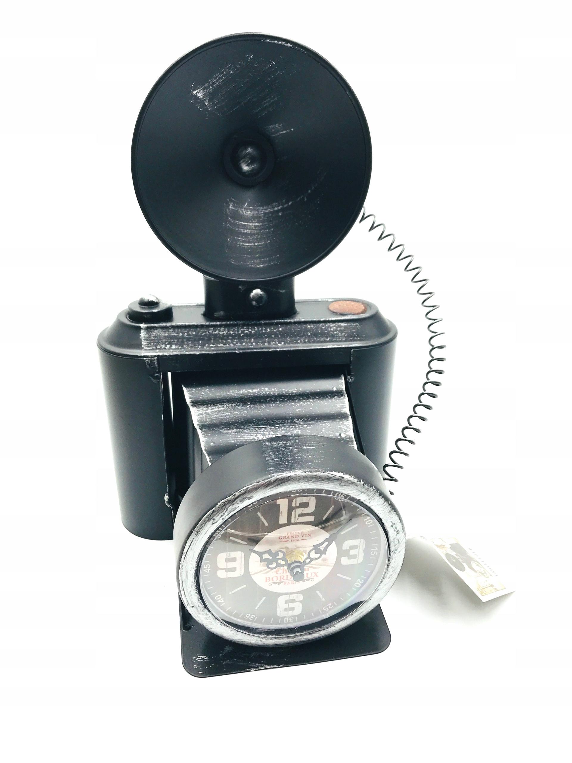 Hodiny - retro fotoaparát, krásny, štýlový kov, podkrovie.