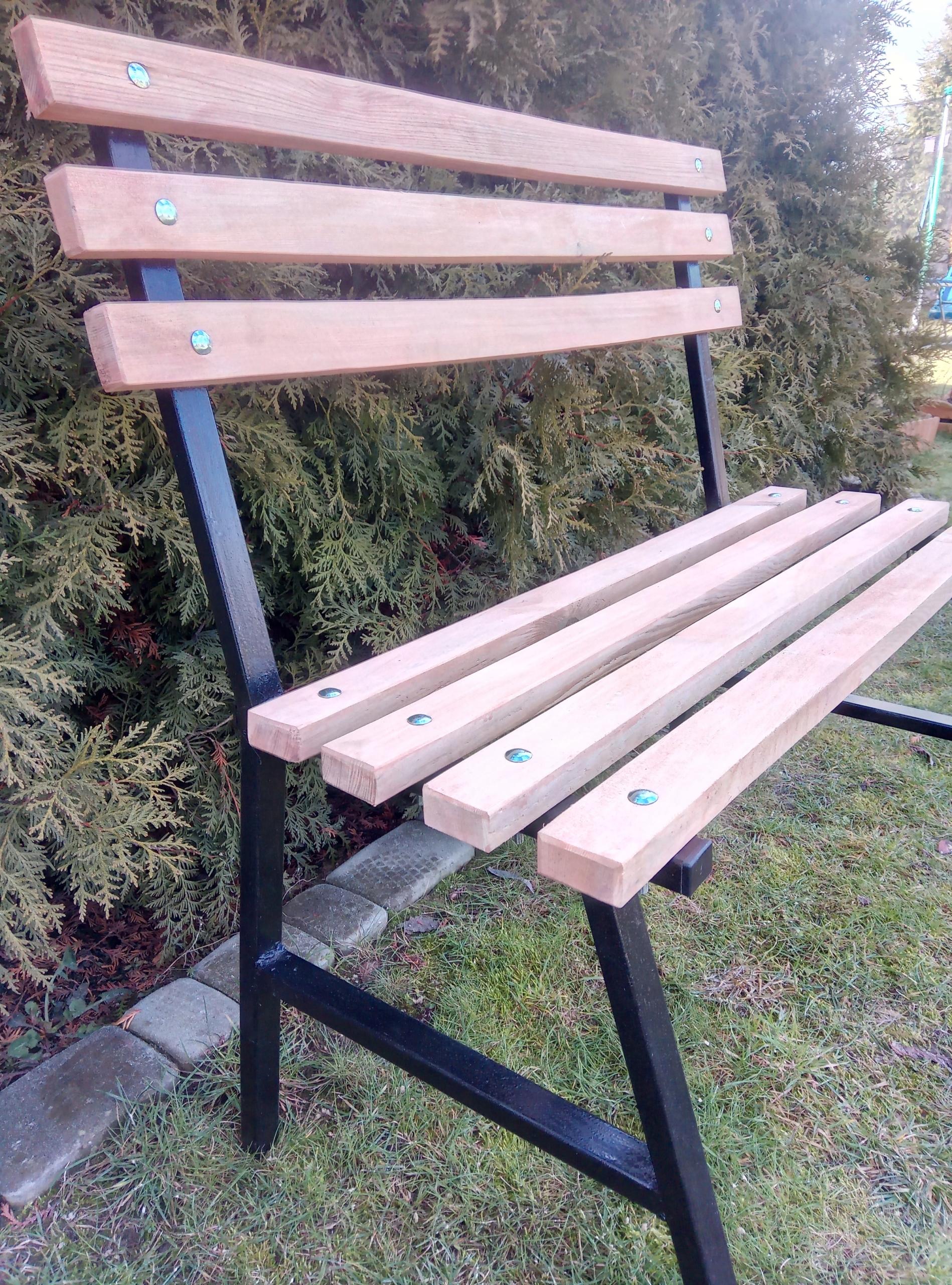 Cintorínska lavica. Záhradná lavička