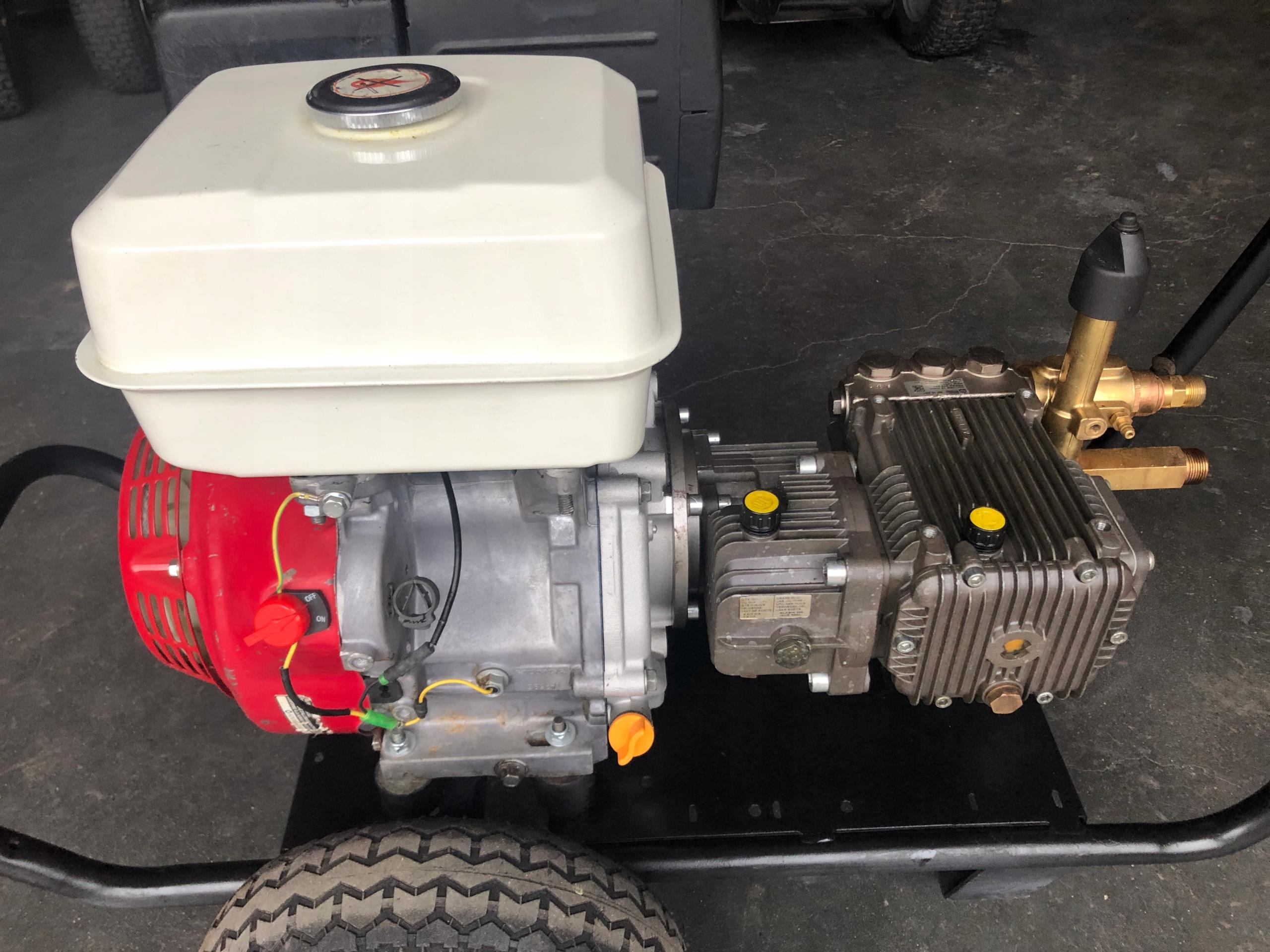 Бензиновый омыватель Nilfisk Honda GX390 чистая 5000 злотых.