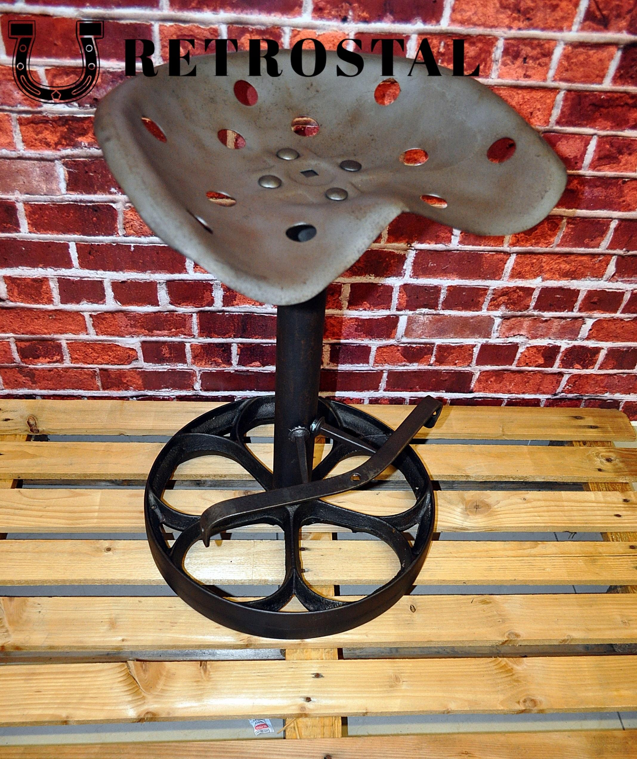 Retro otočná barová stolička na liatinovom kolese