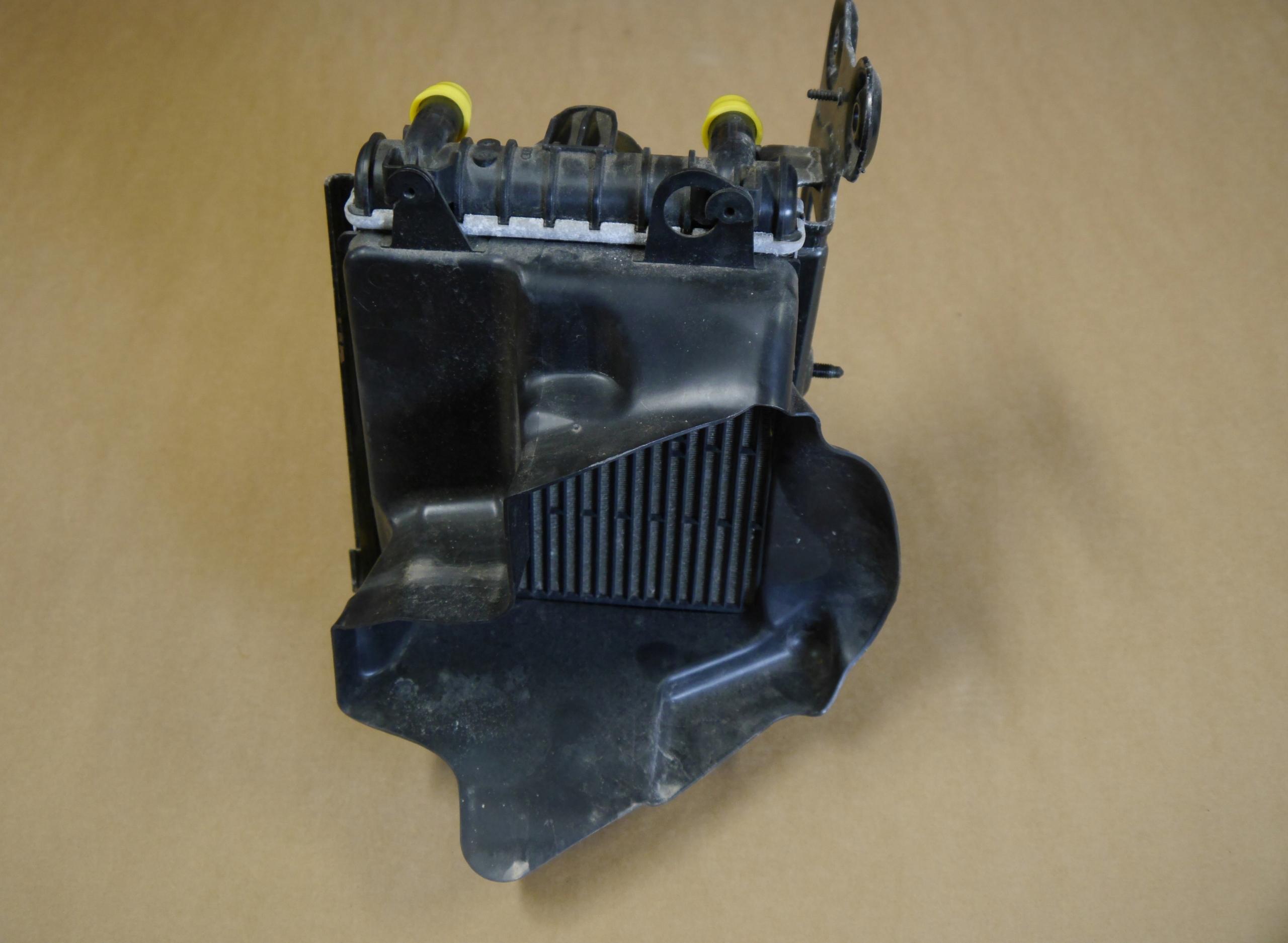 AUDI S3 8V радіатор Води...