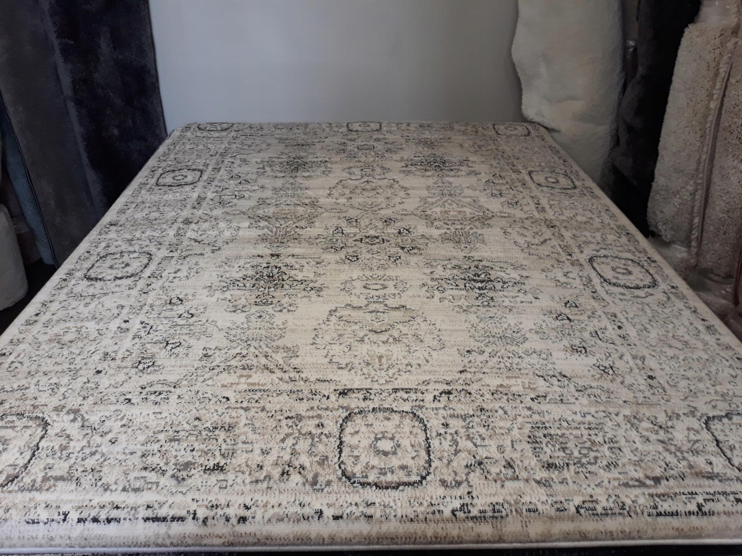 Retro koberec, klasický elegantný piesok 200x300