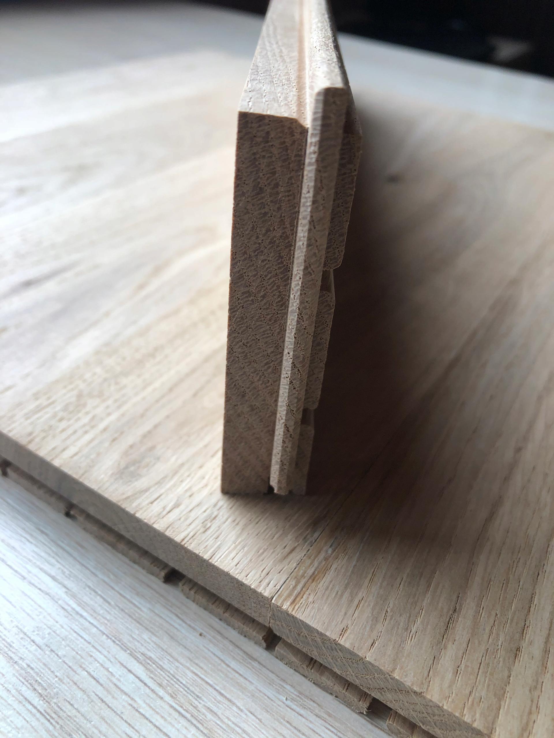Masívne dubové parkety Výrobca, stupeň III 0,16x70x300