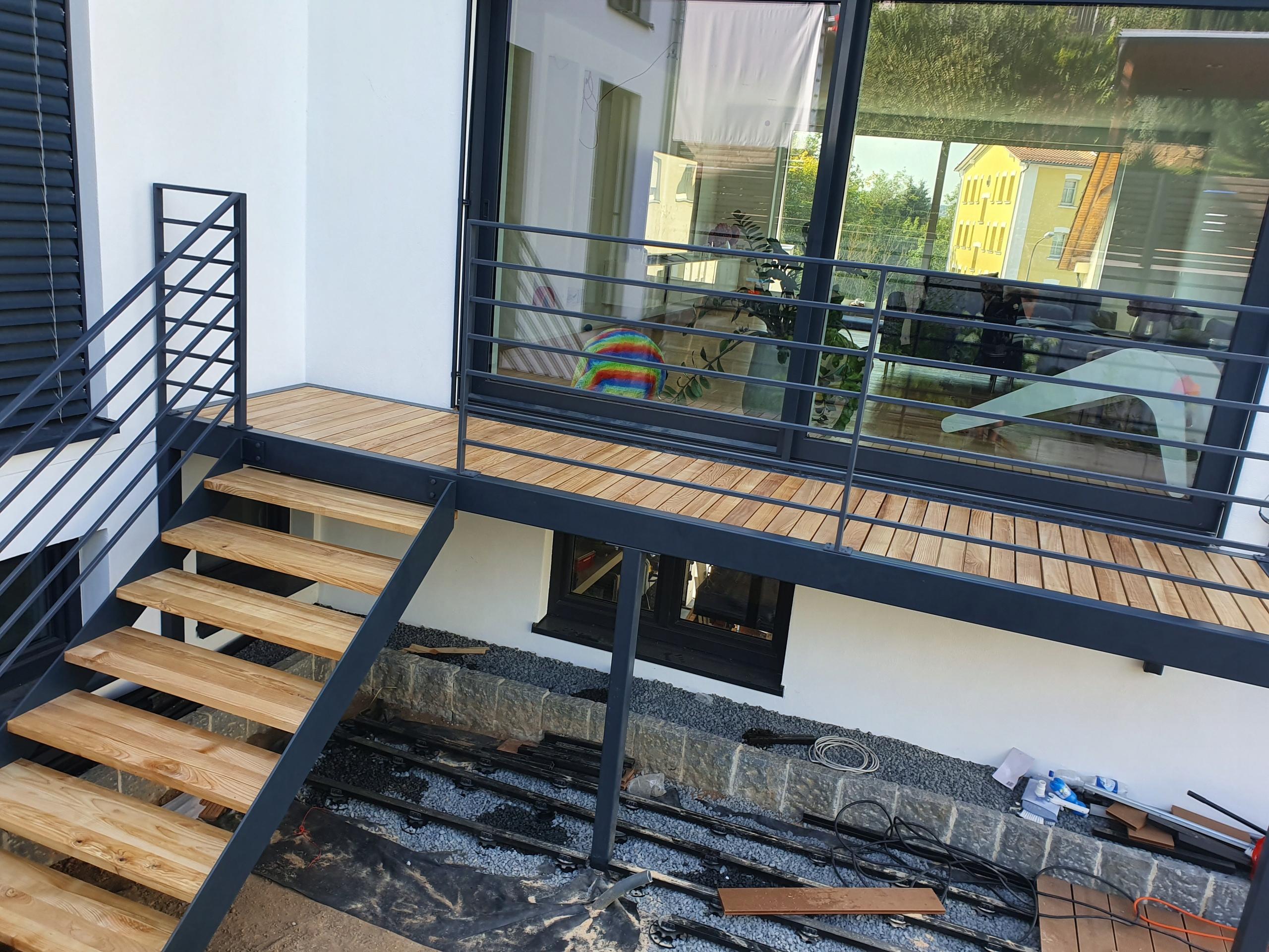 терраса, внешняя лестница, стальная конструкция