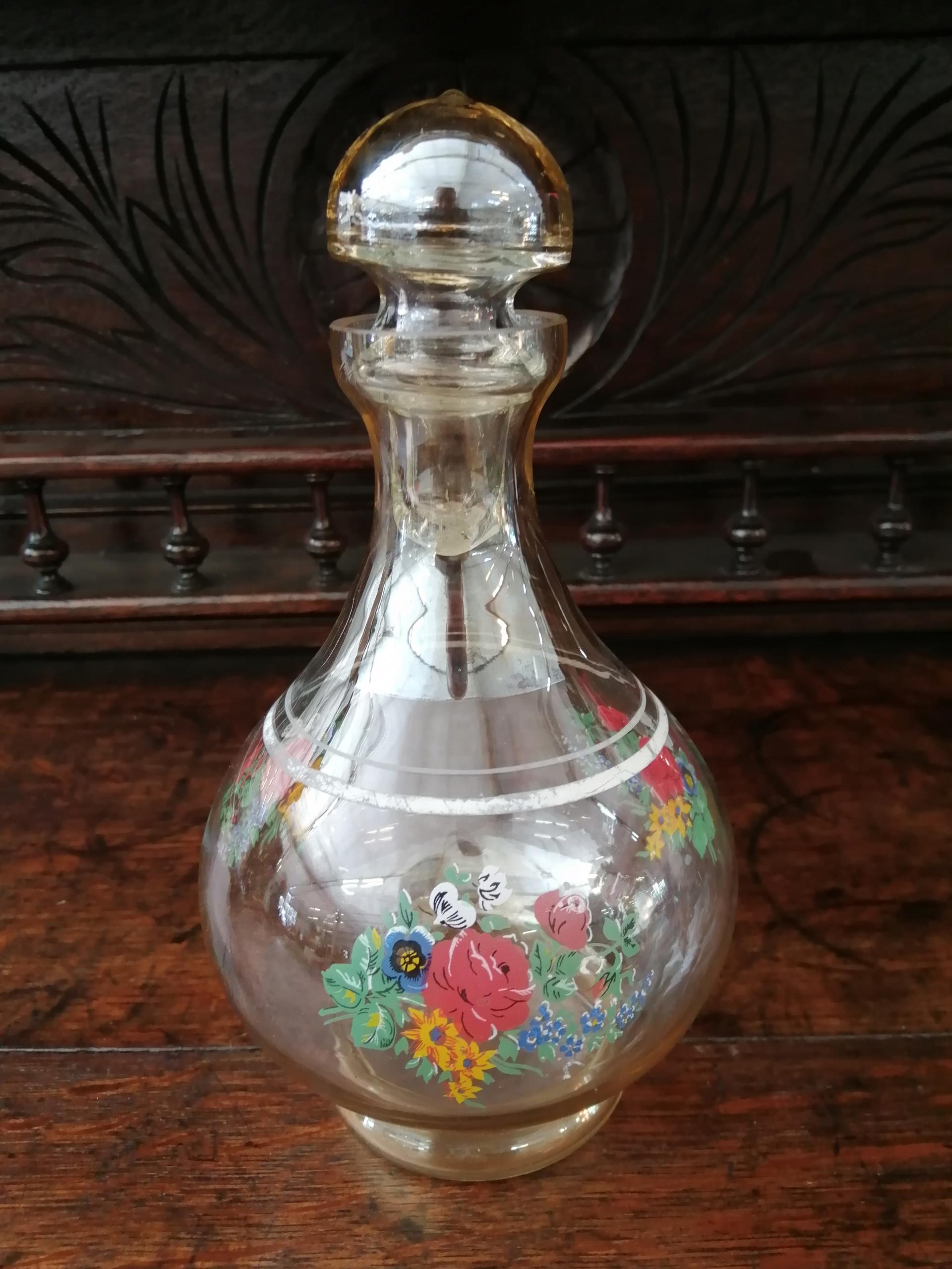 Stara karafka z cienkiego szkła