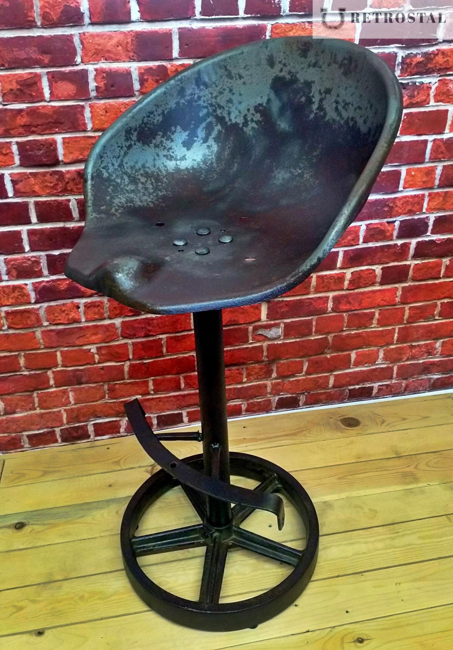 Retro barová stolička na priemyselnom liatinovom kolese