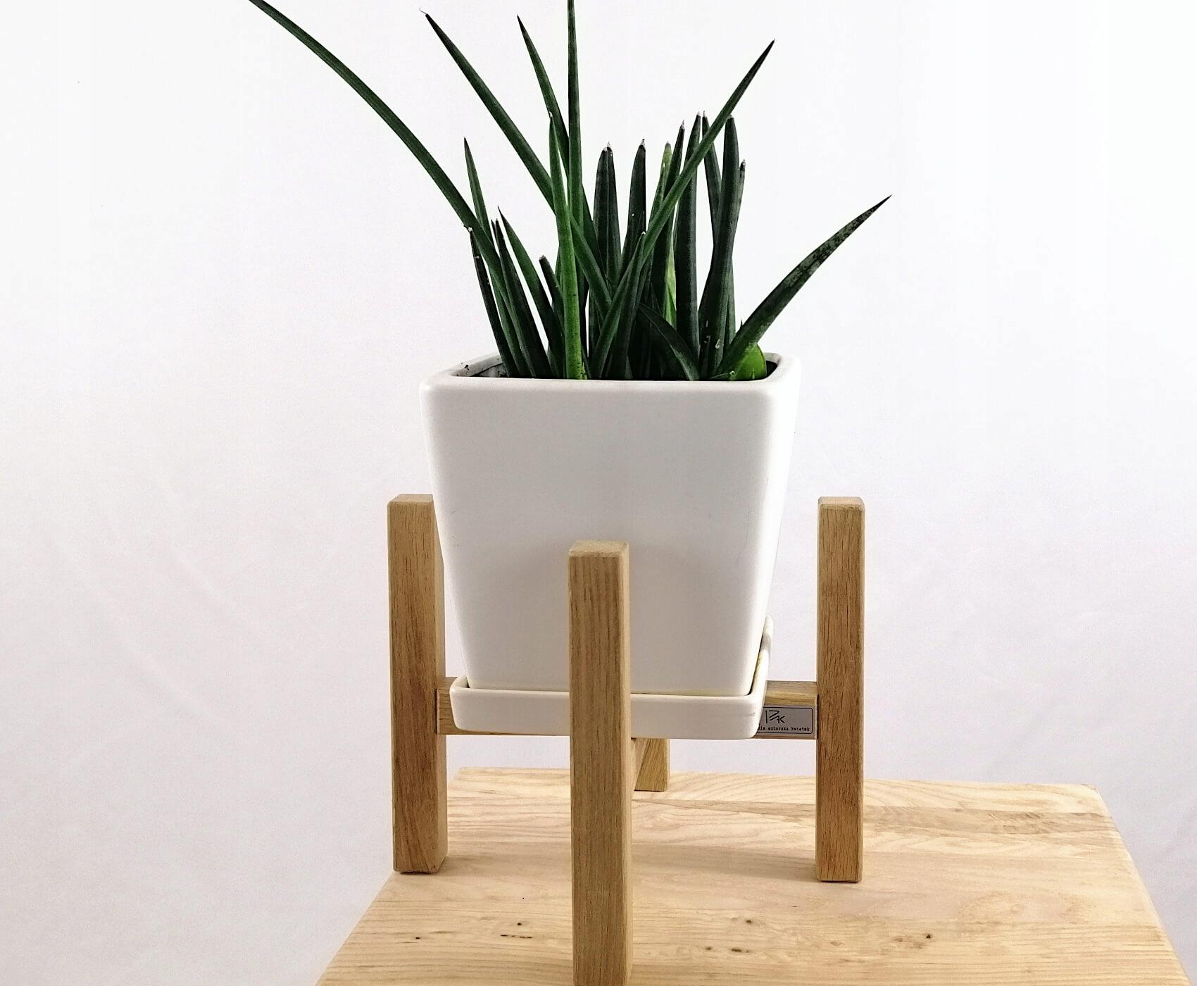 Retro kvetinový stojan na drevený kvetináč 20 / h20 N