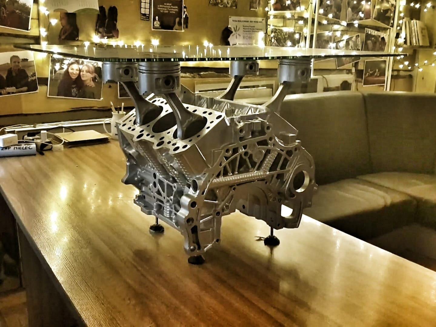 Stolik z bloku silnika V6 dla WOŚP 10069311466 - Charytatywni Allegro