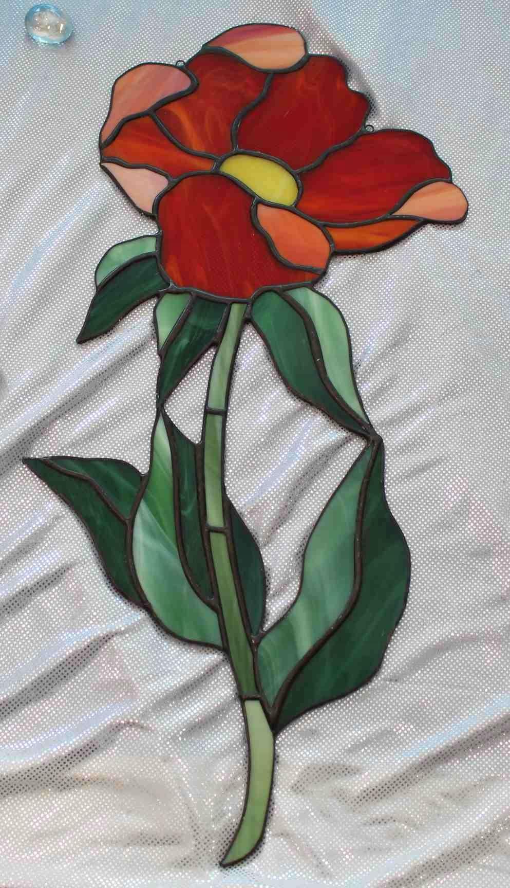 Витраж с красным цветком Тиффани