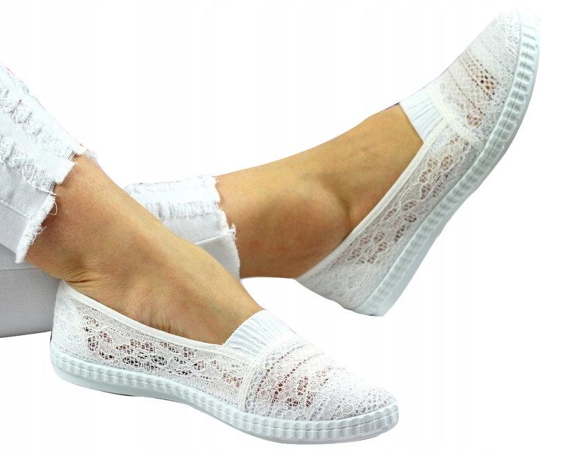 Белые кружевные кроссовки балерины с резиновыми полосами