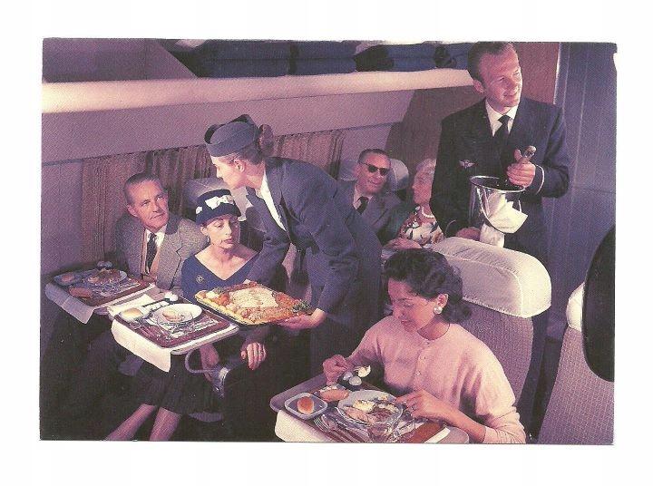 Открытка - Обед в самолете и бортпроводник с шампанским.