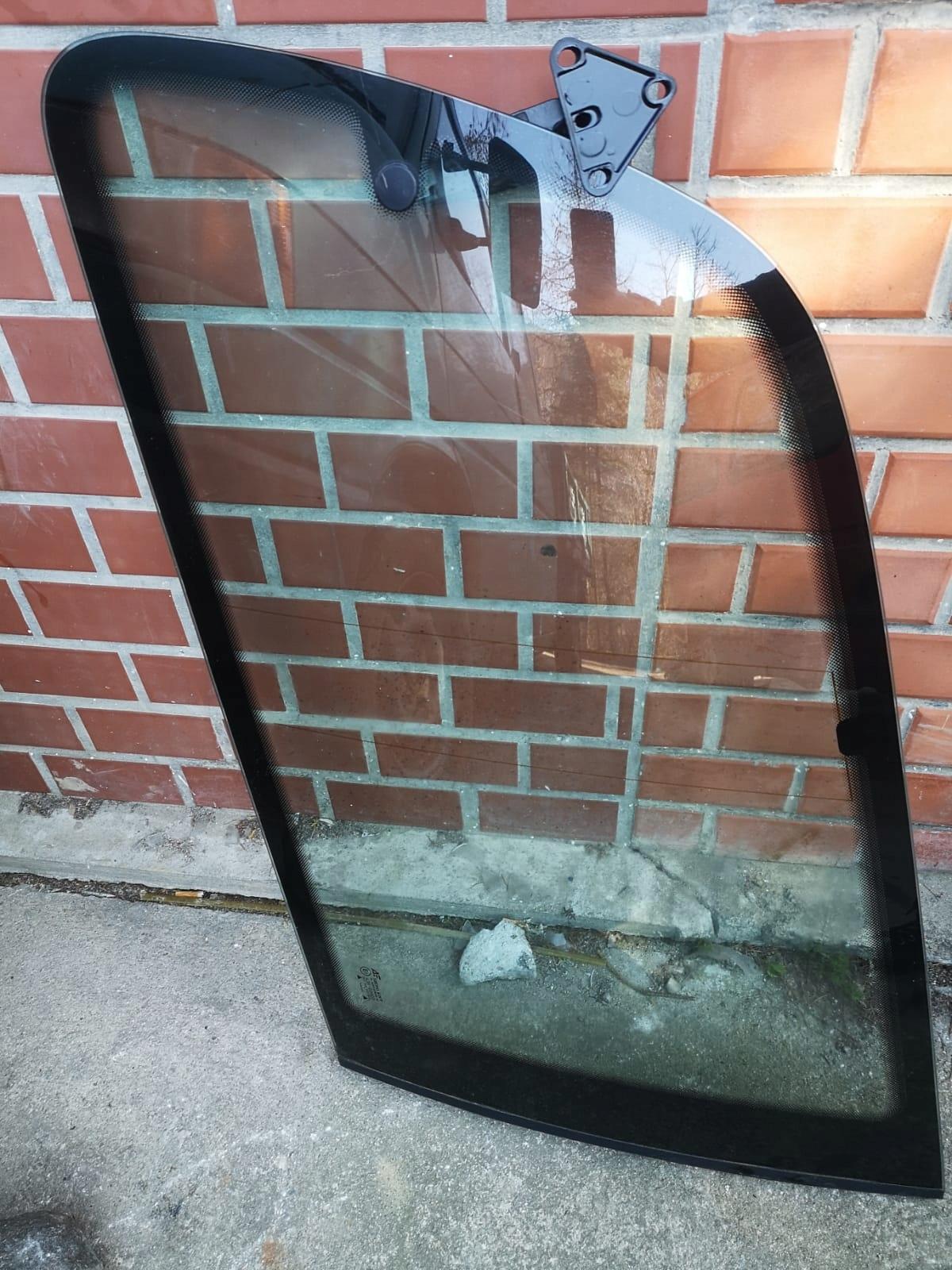 стекло боковая мост права поворотная 43r-001100 seat