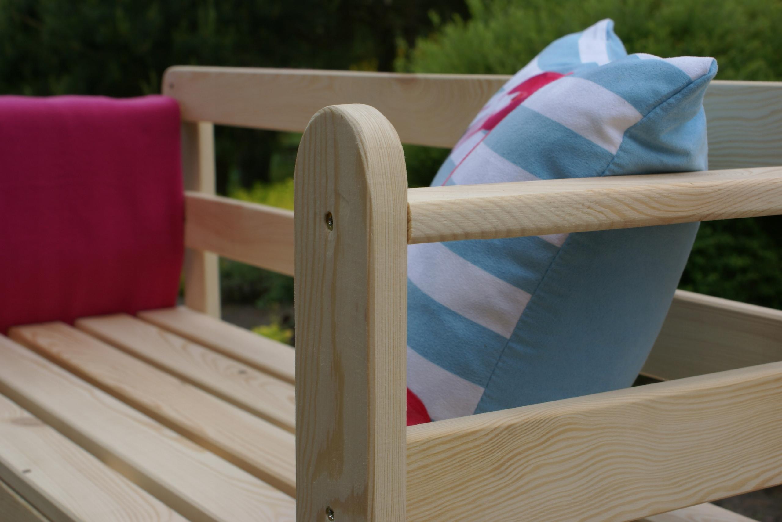 Drevená záhradná lavica pre dve osoby, masívny gril Výrobca JBM Family Sp.  Z o