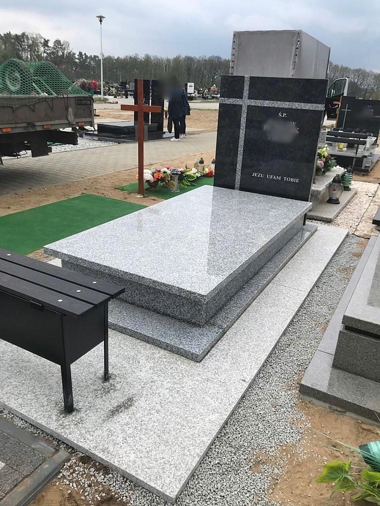 Надгробие MEMORIAL SOLID - STRZEGOM IMPALA