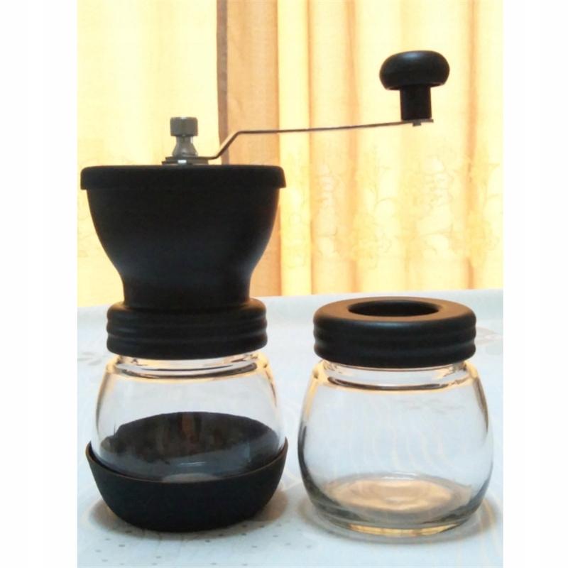 Ručný mlynček na kávu v retro štýle