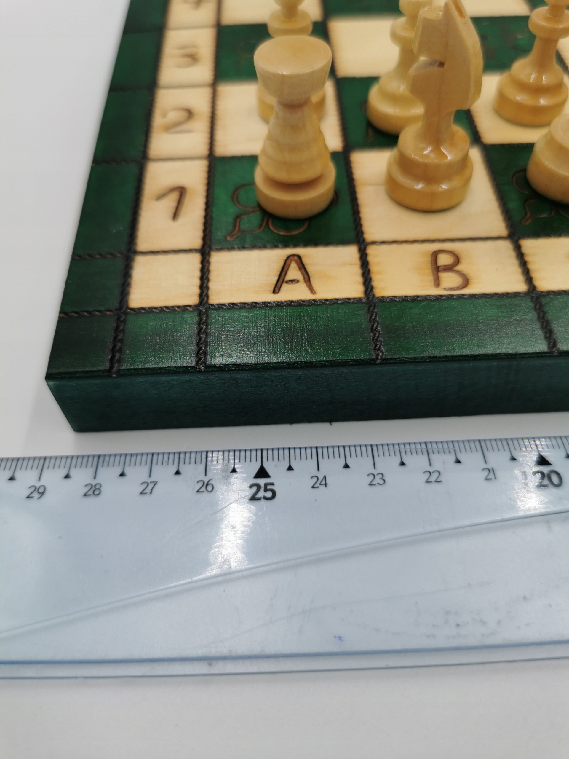 Tradycyjne szachy drewniane 29 cm zielone Nazwa SQUARE
