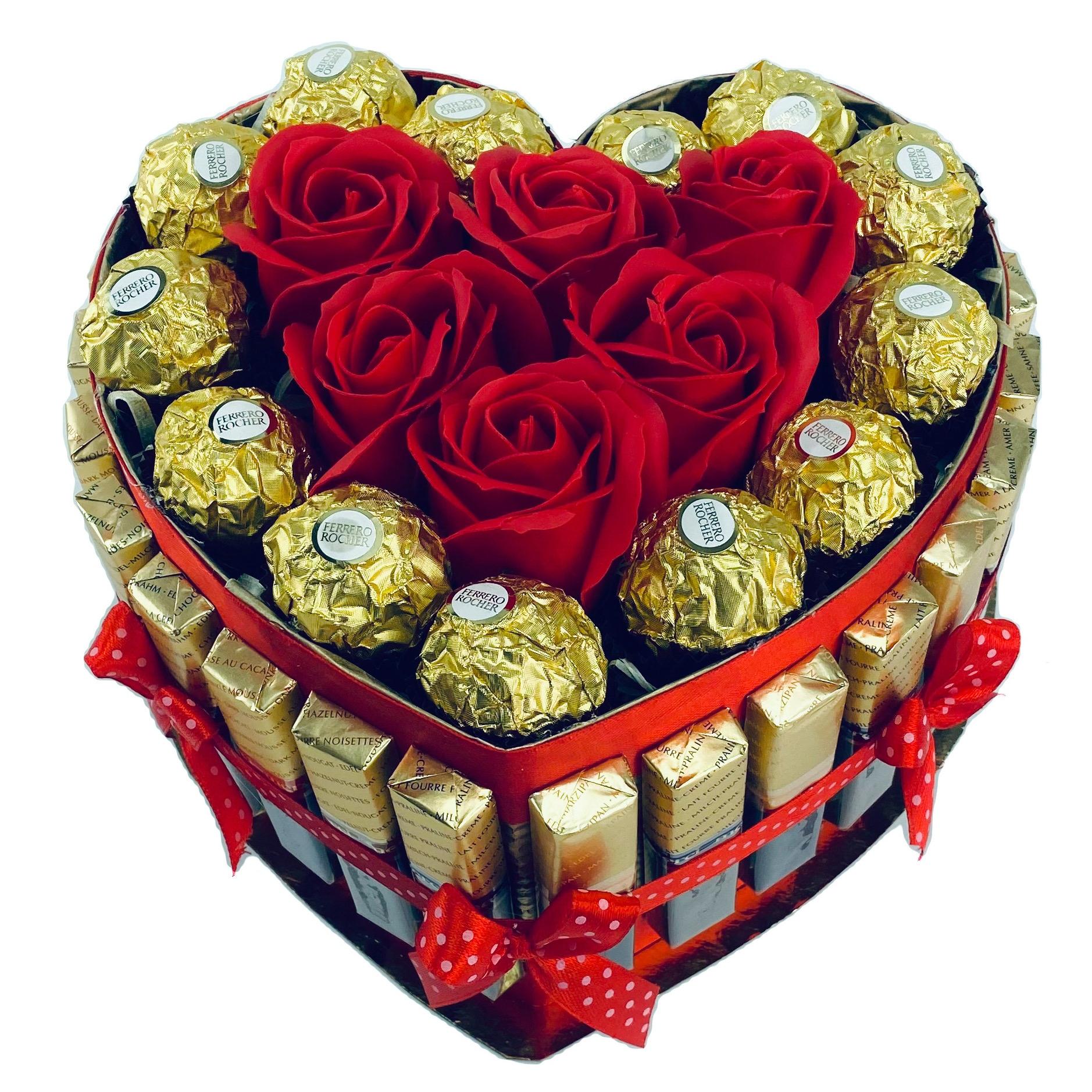 Торт с конфетами Merci и подарочными мыльными розами